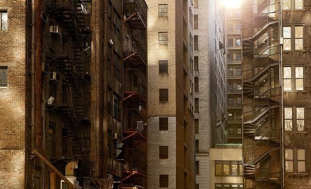 buildings 498198 640 - עורך דין רכישת דירה – האם כדאי לשכור את שירותיו?