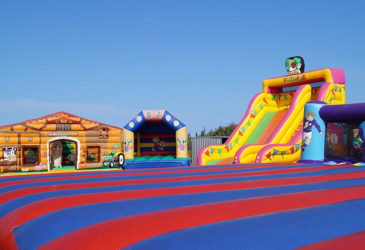 Inflatables 1602684377 - 7 מתנפחים ששווה להזמין ליום הולדת 8