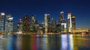 נוף של עיר בלילה