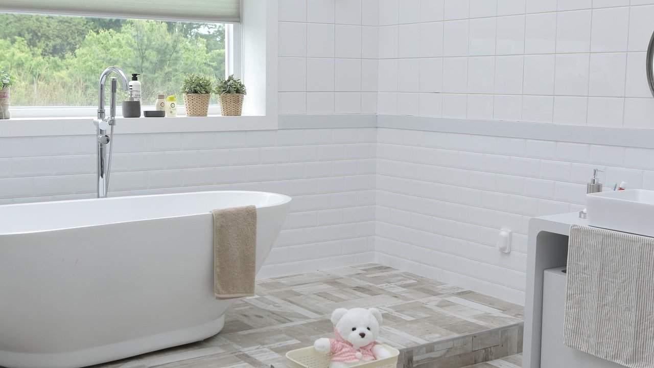 BATHROOM 1605113384 - איך לעצב את חדר האמבטיה בצורה יעילה?
