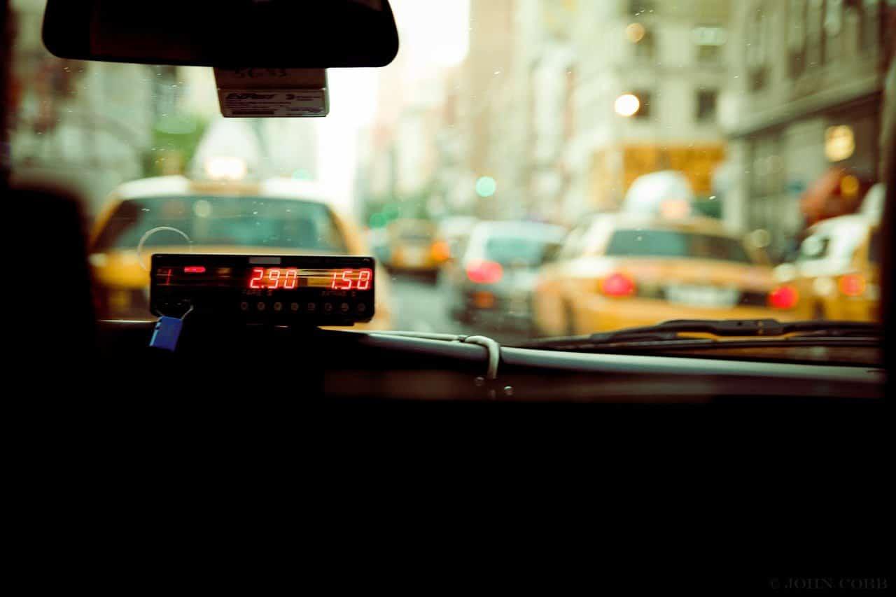 TAXI 1605430644 - 5 יתרונות של מונית גדולה לשדה התעופה