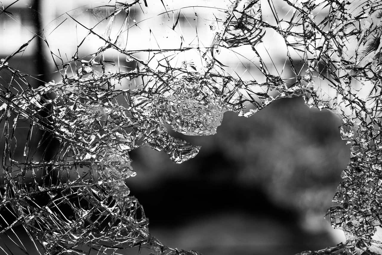 זכוכית מתנפצת